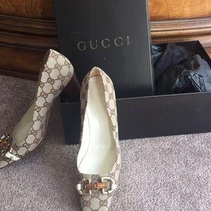 Gucci Logo Pumps Size 9.5